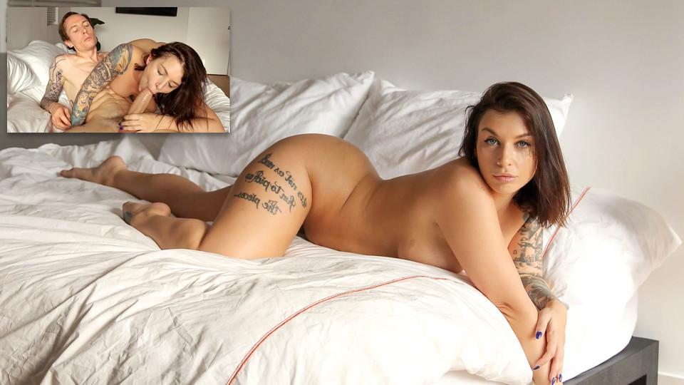 Samice porno hvězda se rozvaluje v posteli a čeká na vyšukání